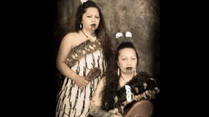 Peggy Glover & Hokimate Pehi - Photo/NZ Native Art Portraits